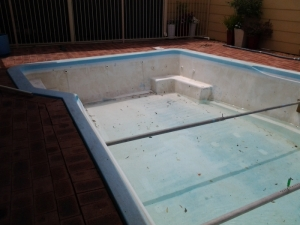 safety_bay_pool_before_reno.jpg