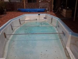 safety_bay_pool_before_reno_2.jpg