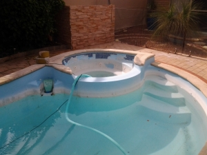 willetton_pool_with_spa_before_reno.jpg